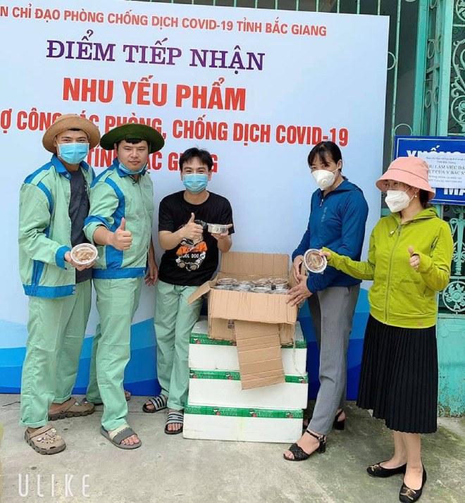9X Hà Nội nấu hàng nghìn cốc chè hỗ trợ người dân vùng dịch Bắc Giang - Ảnh 3.