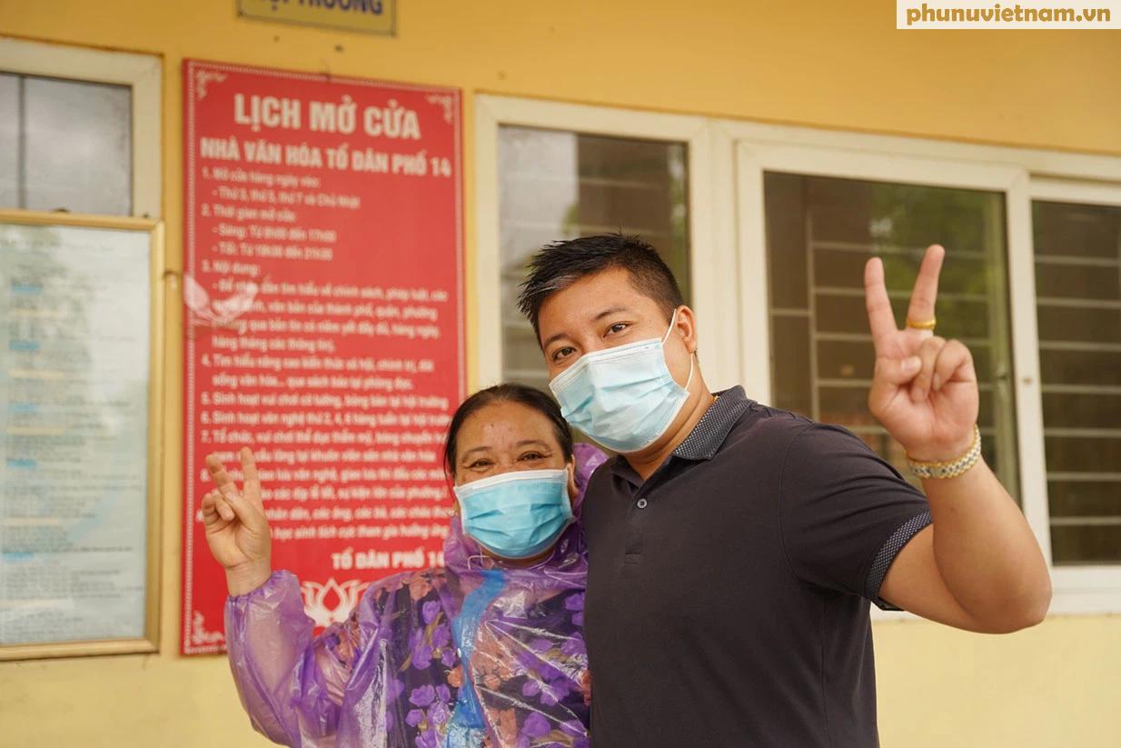 Hơn chục người dầm mưa vận chuyển, phát miễn phí 5,5 tấn nông sản Bắc Giang  - Ảnh 20.