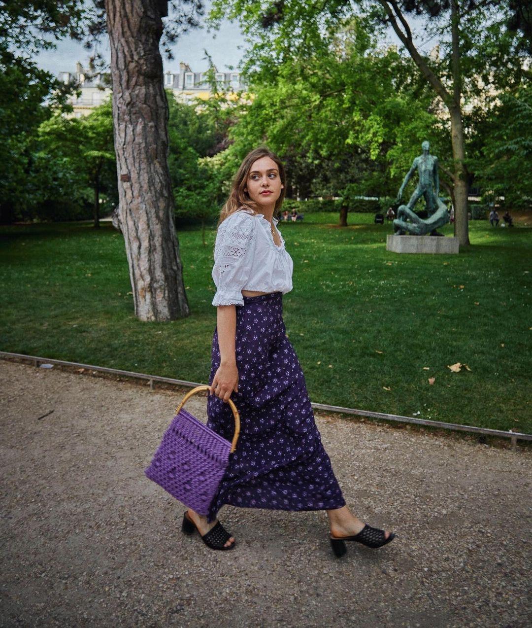 Khác với gái Hàn, phụ nữ Pháp diện chân váy dài trông nổi bật hơn hẳn nhưng vẫn sang ngút ngàn - Ảnh 11.