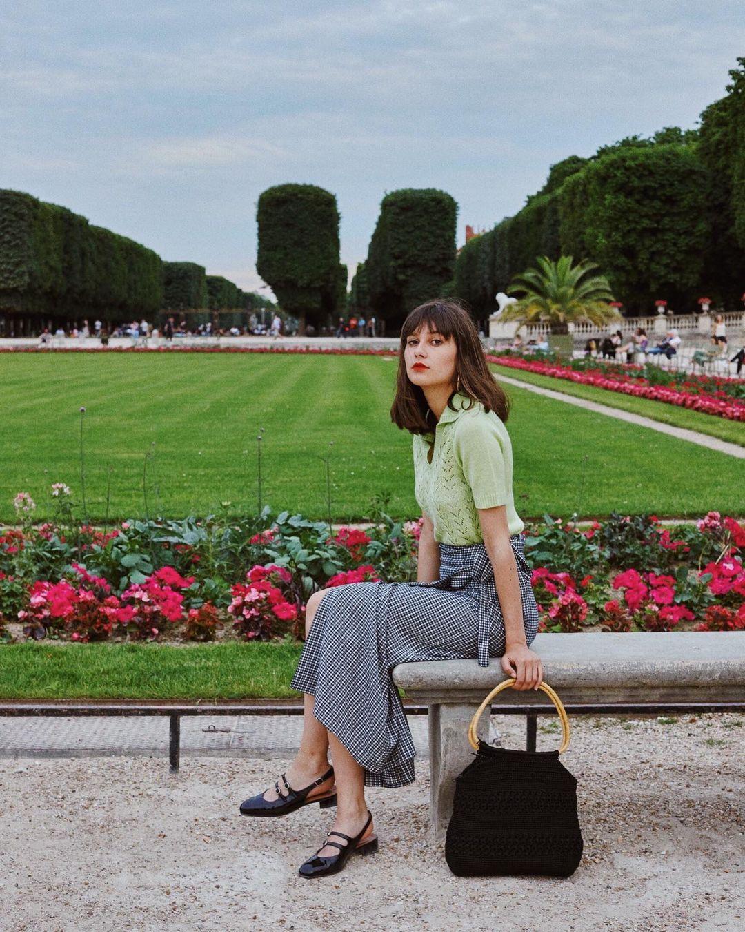Khác với gái Hàn, phụ nữ Pháp diện chân váy dài trông nổi bật hơn hẳn nhưng vẫn sang ngút ngàn - Ảnh 10.