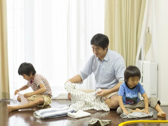 Kỹ năng giúp cha mẹ chăm con hè 2021 - Ảnh 1.