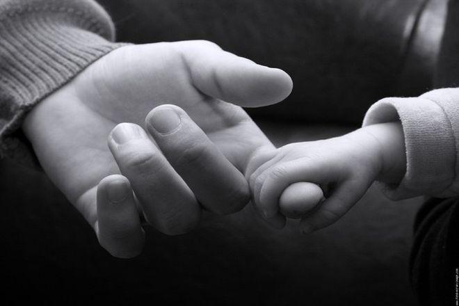 Vừa sinh con xong, quá khứ đã ngủ yên bỗng bị nhà chồng đem ra đay nghiến - Ảnh 1.