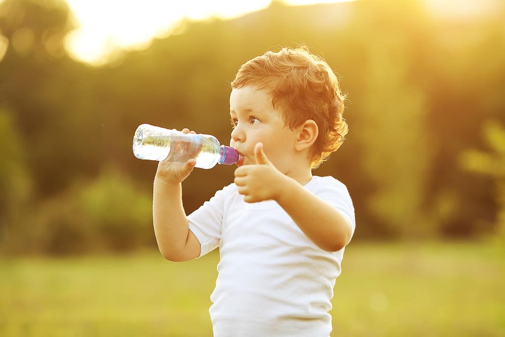 Trẻ nên uống gì vào mùa hè là tốt nhất? - Ảnh 2.