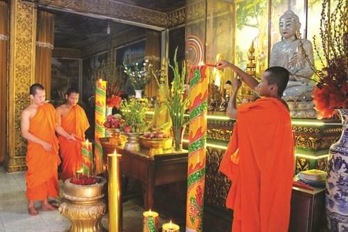 Vận động sư sãi, đồng bào Khmer phòng chống dịch Covid-19 và cháy nổ trong mùa An cư kiết hạ - Ảnh 1.