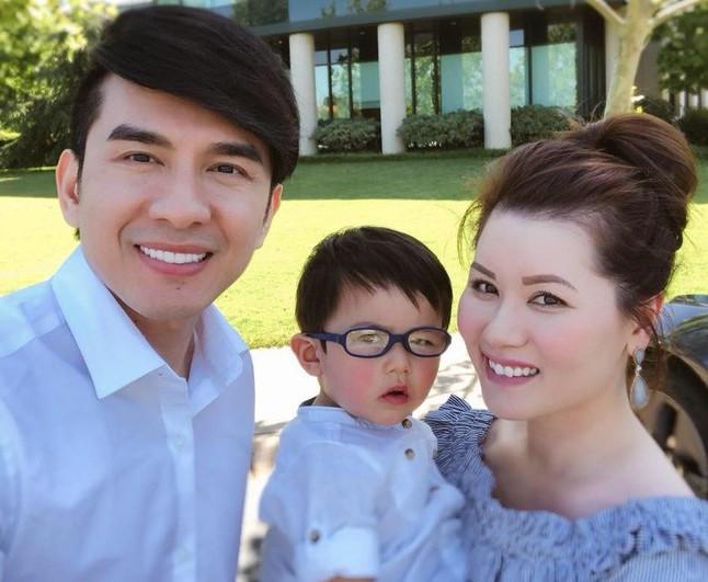 Vợ chồng Đan Trường và con trai ngày còn êm ấm
