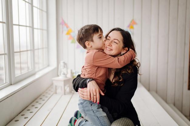 Người mẹ ký hiệp ước với con trai 7 tuổi vì con hay làm phiền - Ảnh 2.