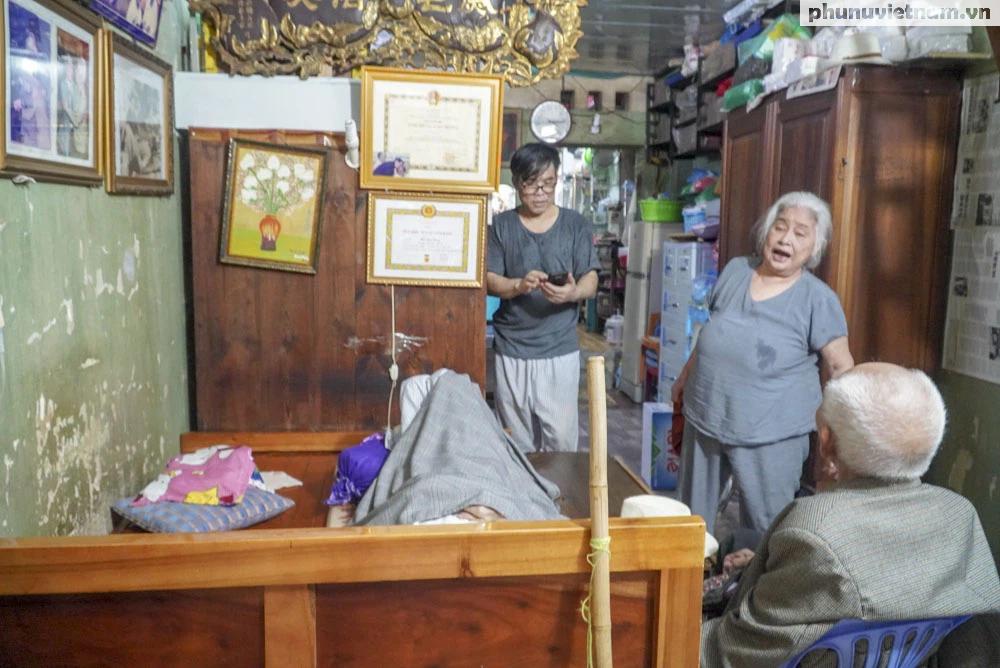 """Lần gặp mặt cuối cùng giữa """"Hùng xám đường số 4"""" 101 tuổi với nhà văn Sơn Tùng - Ảnh 1."""