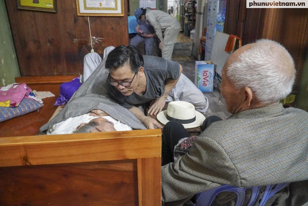 """Lần gặp mặt cuối cùng giữa """"Hùng xám đường số 4"""" 101 tuổi với nhà văn Sơn Tùng - Ảnh 3."""