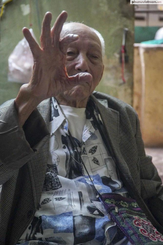 """Lần gặp mặt cuối cùng giữa """"Hùng xám đường số 4"""" 101 tuổi với nhà văn Sơn Tùng - Ảnh 6."""