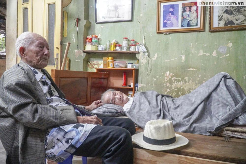 """Lần gặp mặt cuối cùng giữa """"Hùng xám đường số 4"""" 101 tuổi với nhà văn Sơn Tùng - Ảnh 10."""