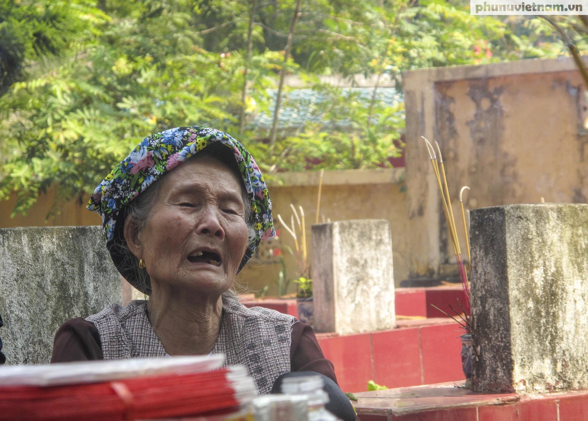 [Ảnh] Vượt hơn 300 cây số, chị gái 85 tuổi lên thăm mộ em là liệt sỹ tại Sơn La - Ảnh 12.