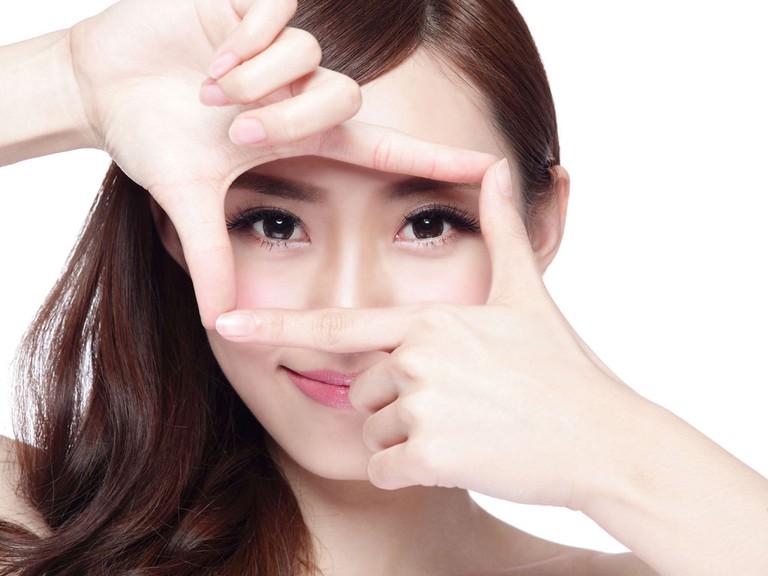 Làm sao để mắt cận hết lồi? Bật mí những cách khiến mắt hết lồi khi bị cận thị - Ảnh 2.