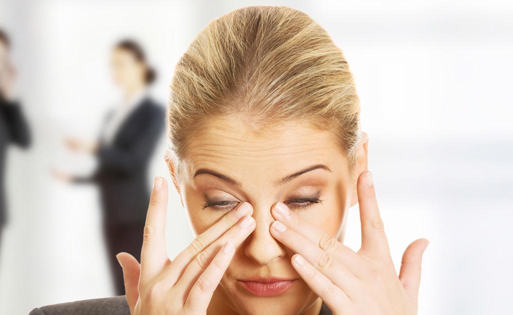 Hiện tượng ruồi bay trước mắt: Nguyên nhân, triệu chứng và cách phòng ngừa, điều trị - Ảnh 2.