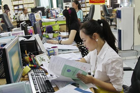 Chỉ có khoảng 9.000 người đi làm việc ở nước ngoài tham gia BHXH bắt buộc - Ảnh 1.