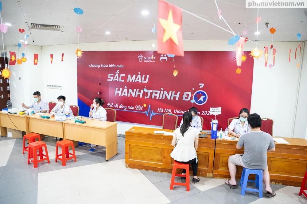 Nỗ lực tiếp nhận máu, cứu nguy cho các bệnh nhân cần máu trên cả nước - Ảnh 2.