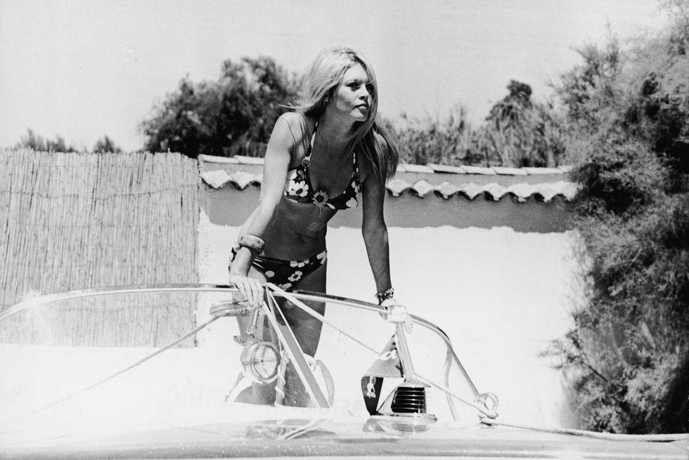 Hành trình 75 năm gắn bó cùng phụ nữ của bikini - Ảnh 4.