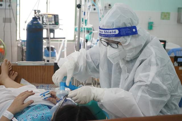 Tuyển TNV chăm trẻ sơ sinh có mẹ bị mắc Covid-19 tại Bệnh viện Hùng Vương  - Ảnh 1.