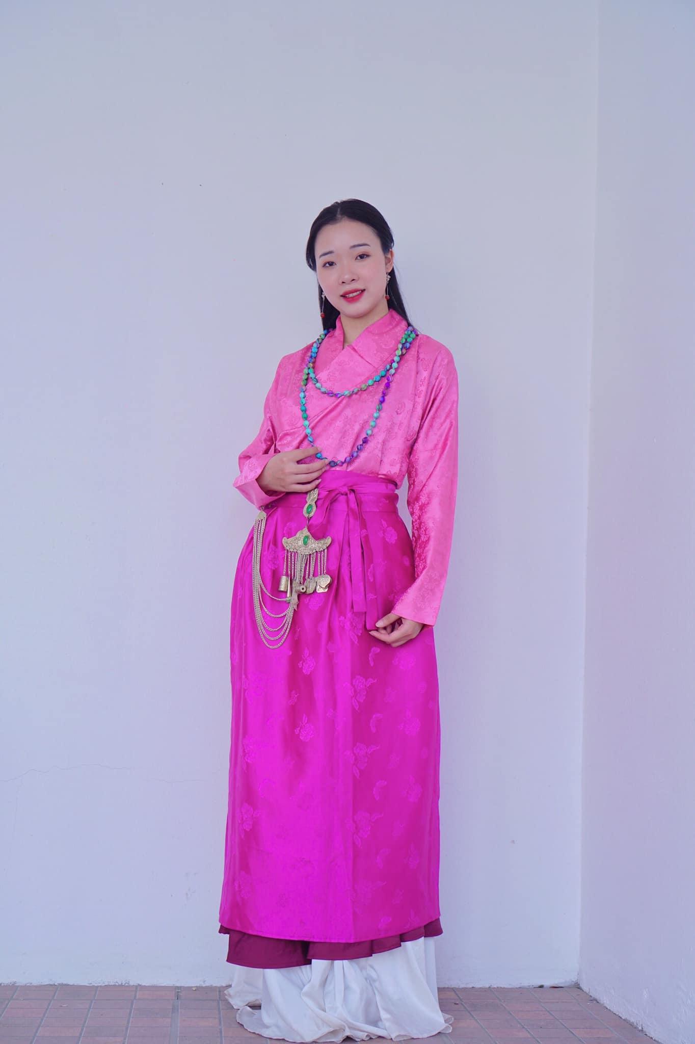 Cổ phục Việt lưu giữ tinh hoa văn hóa dân tộc - Ảnh 2.