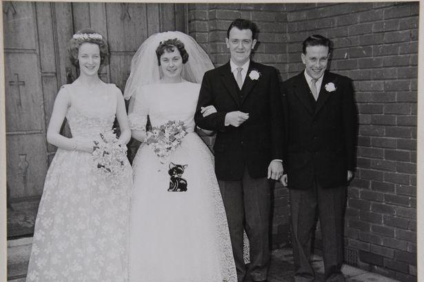 Cặp đôi yêu nhau từ khi 15 tuổi, hôn nhân 60 năm viên mãn - Ảnh 1.