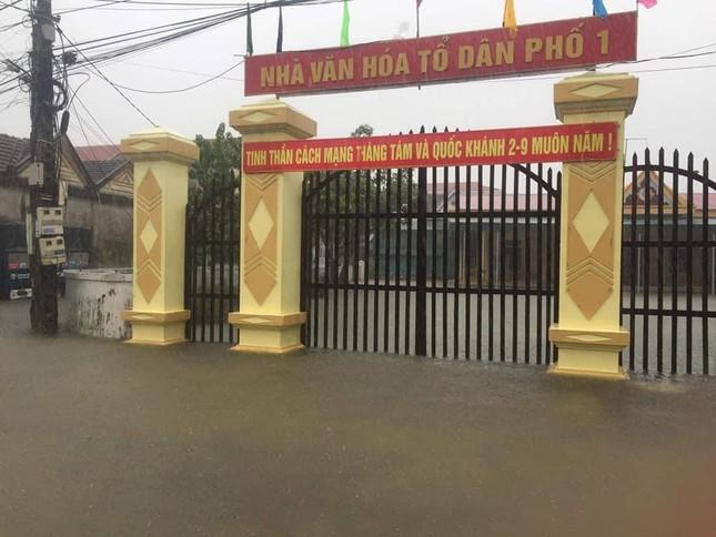 Hà Tĩnh: Mưa lớn kéo dài, quốc lộ 1A ngập sâu trong biển nước - Ảnh 2.