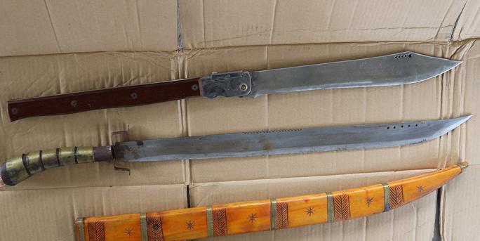 Quảng Bình: Giám đốc cùng đồng bọn dùng dao, kiếm, móc sắt đánh đập ngư dân trên tàu - Ảnh 2.