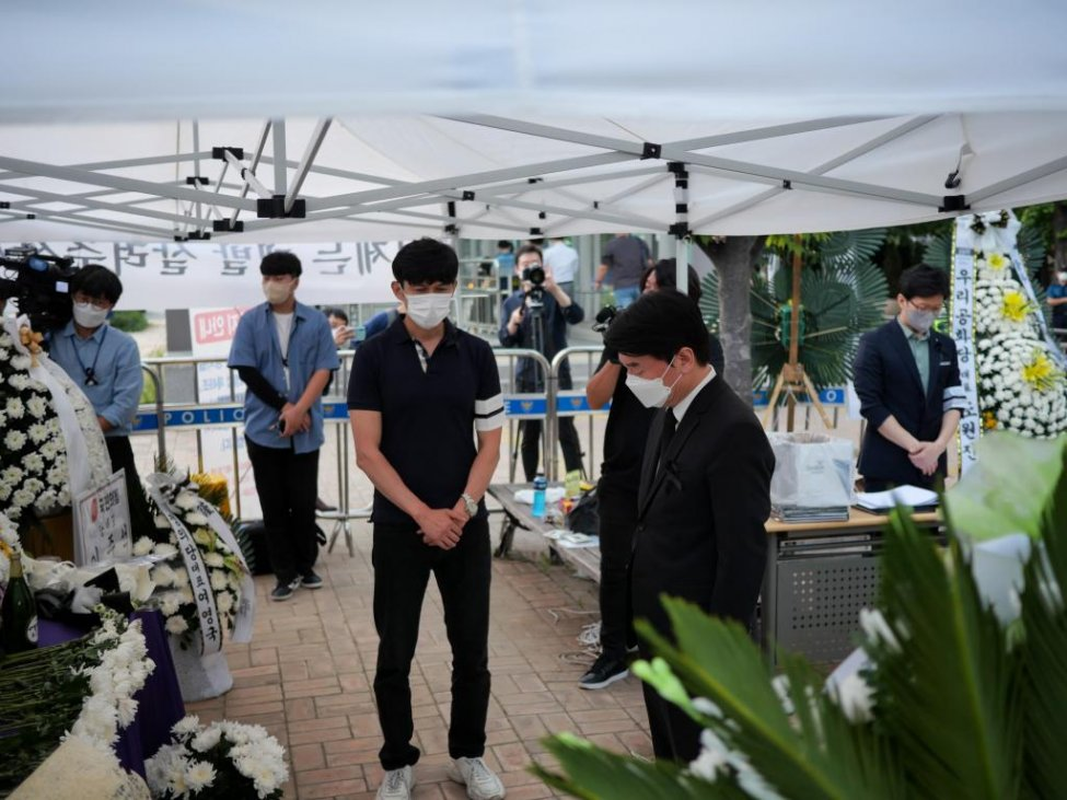 South-Korean-business-owners-die-by-suicide-after-COVID-19-losses (1).jpg