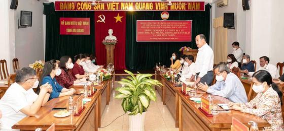 Phó Chủ tịch nước Võ Thị Ánh Xuân trao quà hỗ trợ phòng chống dịch Covid-19 ở An Giang - Ảnh 1.
