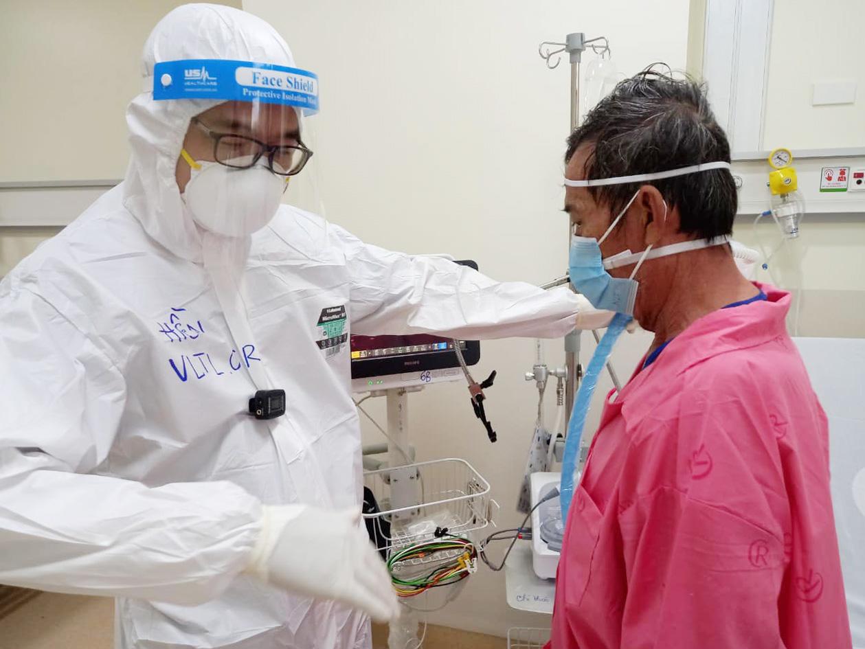 Ở nơi níu kéo sự sống cho bệnh nhân Covid-19 nặng - Ảnh 1.