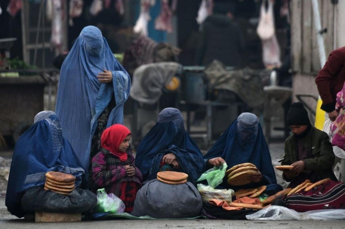 phu_nu_afghanistan_trong_trang_phuc_burqa_-_anh_arab.jpg
