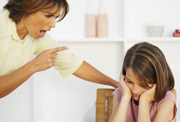 Lúc nào con cũng phải cố gắng, phải gồng mình để làm vừa lòng bố mẹ. Ảnh minh họa