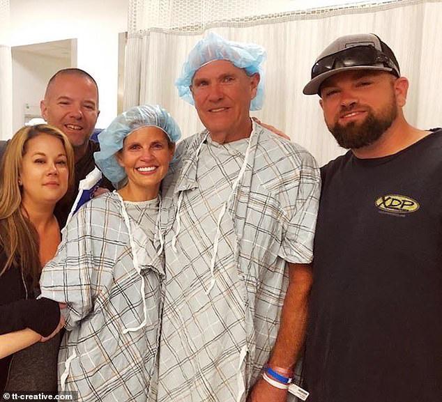 Tiffany Knapp và cha cô Richard Burdge sau phẫu thuật