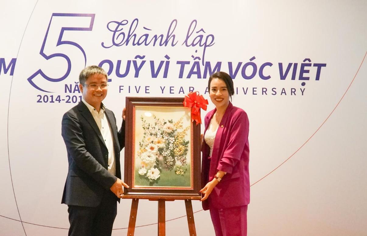 Thêm một cây cầu được xây dựng nhân kỷ niệm 5 năm Quỹ Vì Tầm Vóc Việt - Ảnh 2.