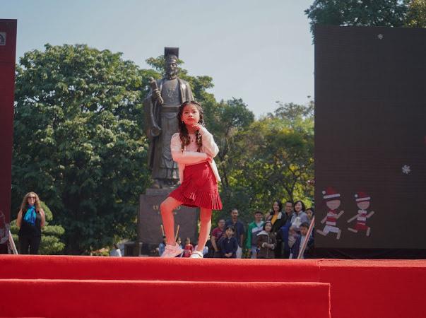 CLB Kids Angel mang Noel xuống phố khuấy động Ngày hội Mottainai 2019  - Ảnh 8.