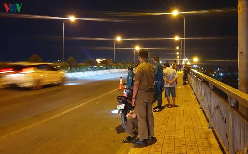 Nữ sinh mặc đồng phục thể dục nhảy cầu Phú Long tự tử - Ảnh 1.