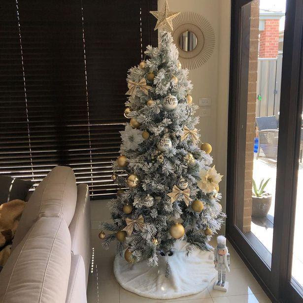 Người phụ nữ kiếm 13 bảng mỗi giờ nhờ việc trang trí cây thông Noel - Ảnh 2.