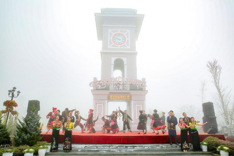 """Khám phá lễ hội mùa đông độc đáo trên """"nóc nhà Đông Dương"""" - Ảnh 8."""