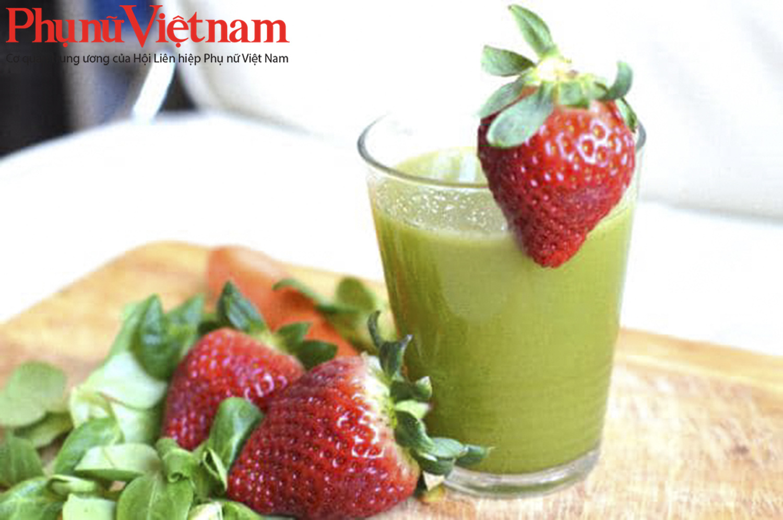 Món sinh tố kết hợp trái cây và rau xanh có hương vị rất dễ uống.