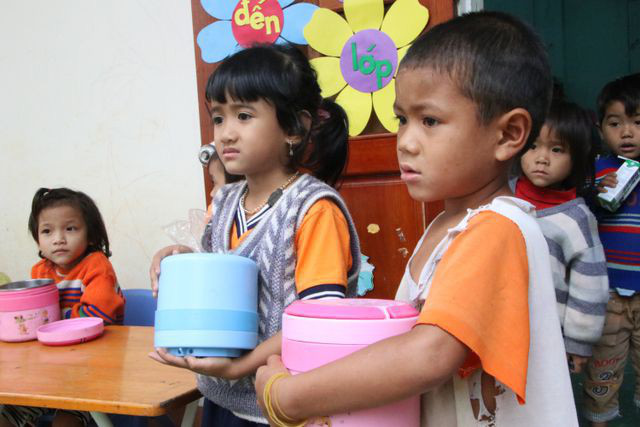 Để giúp trẻ phát triển, nâng cao thể lực cần nhân rộng, phát triển mô hình bữa ăn học đường