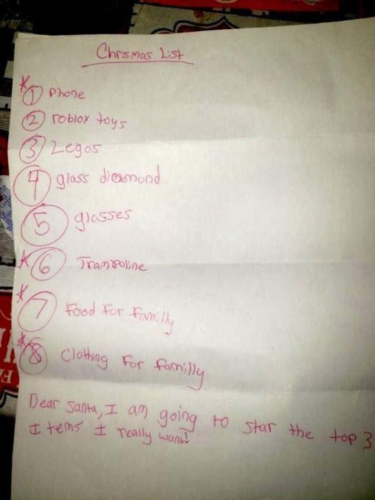 Cảm động cậu bé viết thư cho ông già Noelmong muốn nhận được thức ăn và quần áo cho gia đình - Ảnh 2.