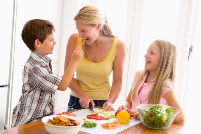 Giúp trẻ hình thành kỹ năng tự phục vụ bản thân - Ảnh 2.