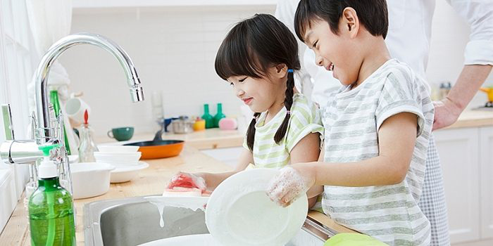 Giúp trẻ hình thành kỹ năng tự phục vụ bản thân - Ảnh 1.