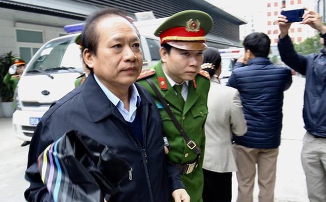 Bị cáo Trương Minh Tuấn - Cựu Bộ trưởng Bộ Thông tin & Truyền thông đến tòa nghe tuyên án.