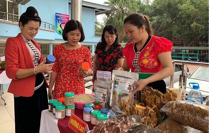 Thực phẩm do hội viên, phụ nữ Điện Biên trực tiếp sản xuất, kinh doanh thu hút sự quan tâm của người tiêu dùng