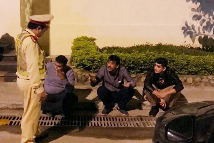 3 người nước ngoài nghi thôi miên lấy tài sản ở Huế - Ảnh 1.