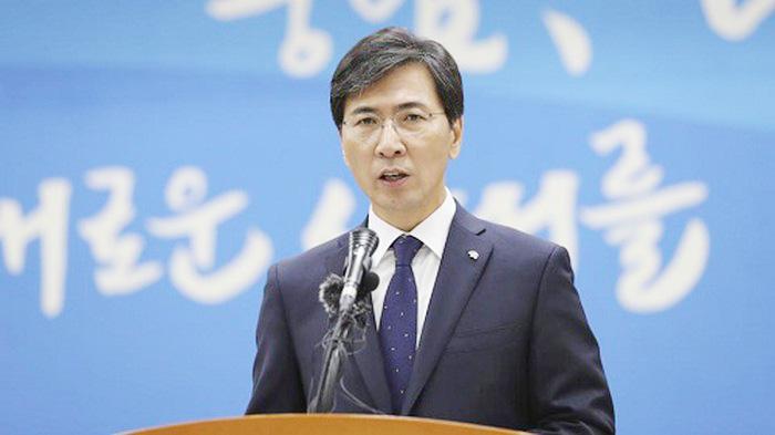Ahn Hee-jung, ứng viên sáng giá cho vị trí tổng thống bị 3,5 tù vì tấn công tình dục