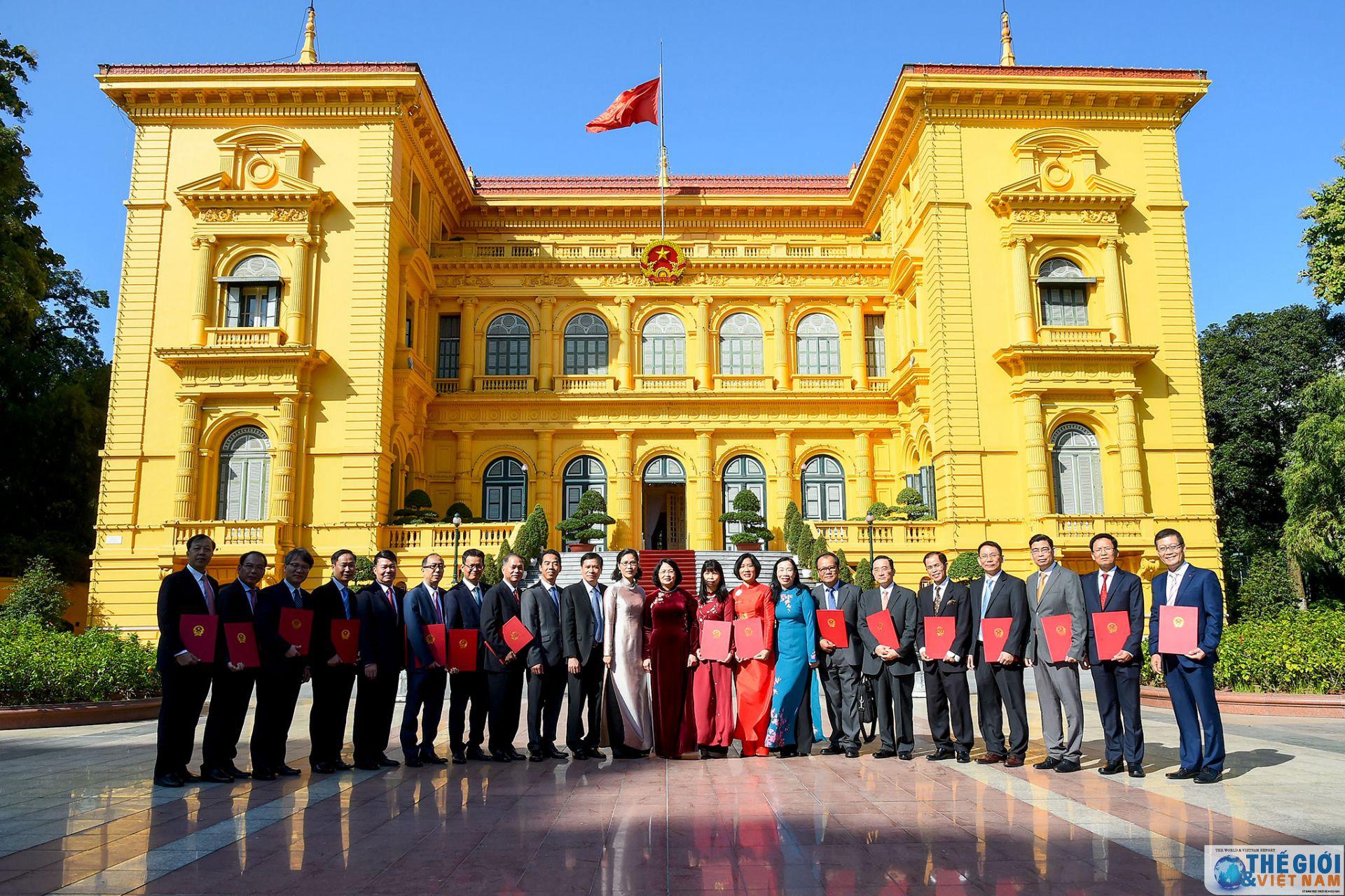 Trao Quyết định của Chủ tịch nước cho các tân Đại sứ nhiệm kỳ 2019-2022 - Ảnh 1.