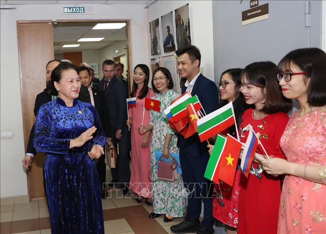 Chủ tịch Quốc hội thăm, gặp gỡ cộng đồng người Việt Nam tại CH Tatarstan, LB Nga - Ảnh 1.