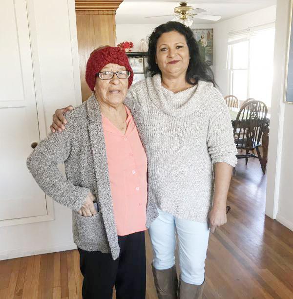 Chăm sóc người già cả, bệnh tật tại nhà vất vả hơn rất nhiều so với các công việc ngoài xã hội