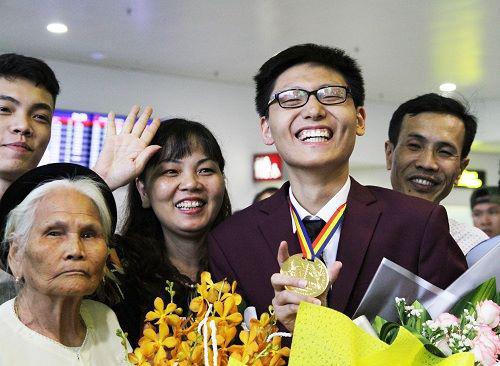 Nguyễn Quang Bin đạt HCV IMO, thành viên của chương trinh, đạt học bổng toàn phần tại ngôi trường danh tiếng U Chicago - nơi GS Ngô Bảo Châu đang giảng dạy