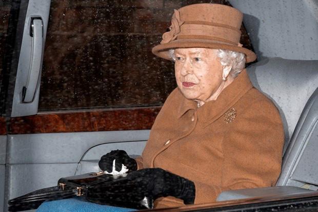 Vợ chồng Hoàng tử Harry muốn rút khỏi cuộc sống Hoàng gia: Nữ hoàng Anh triệu tập họp gấp - Ảnh 1.